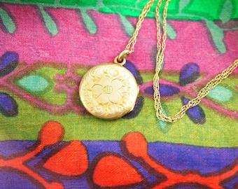 10k Gold Flower Locket Necklace - Engraved Locket - 14k Gold Chain - Wedding Locket - Vintage Jewelry