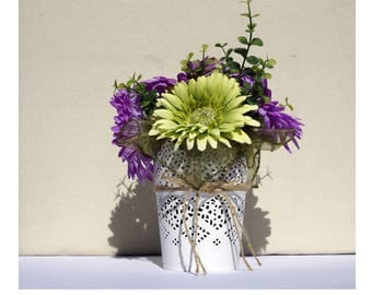 Vase with Daisies