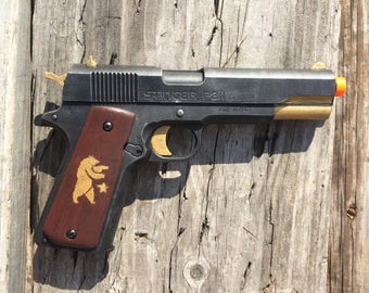 Cosplay Pistol: Fallout Ranger Sequoia Inspired Airsoft Stinger