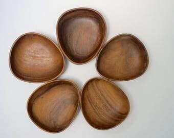 Vintage wooden bowls // Wood vintage bowls // Set of 5 bowls  // Wooden snack bowls // Wood oval bowls // Triangular shape bowls
