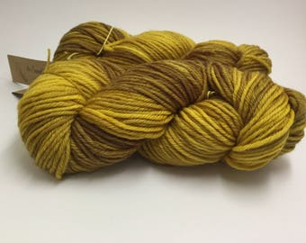 10 ply / worsted weight yarn in my Honey Shot colourway