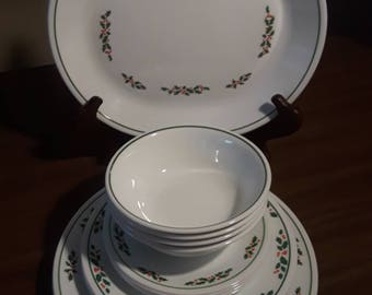 Vintage Corelle Corning Winter Holly Days Christmas Dinnerware Set for Four Excellent Condition 17 Pieces