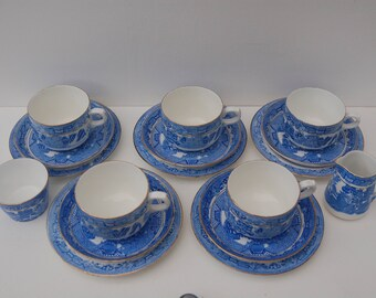 Paragon Vintage Blue Willow Tea set, 5 trios, milk jug and sugar bowl from  1920s