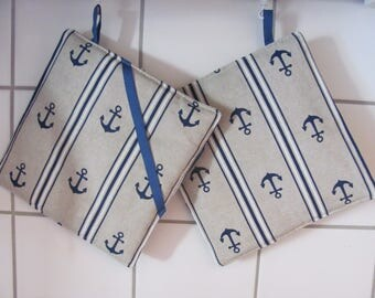 Oven mitts with nautical anchor motif. 20 x 20 cm