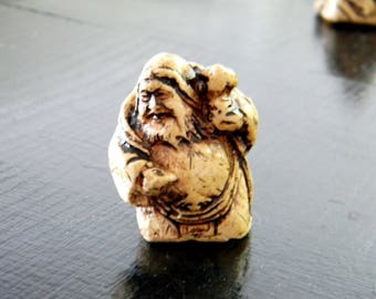 Netsuke .. vintage miniature sculpture..Japanese national Art..Japanese Okimono/Netsuke..Gypsum miniature..