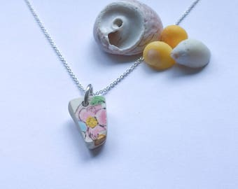 Small pink flower patterned sea pottery necklace
