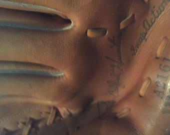 Jim ( catfish ) hunter Wilson vintage baseball glove