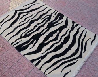 Oushak Kilim Rug,white and black background colors,Vintage Turkish Rug,4'2''X6FT,Area Rug,modern patterns,Home living,Fashion Rug,