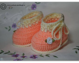 Crochet Baby Shoes / Crochet Baby Booties / Girls Baby Boots / Newborn Shoes / Newborn Girl Gift / Cute Baby Gift / Pregnancy Announcement
