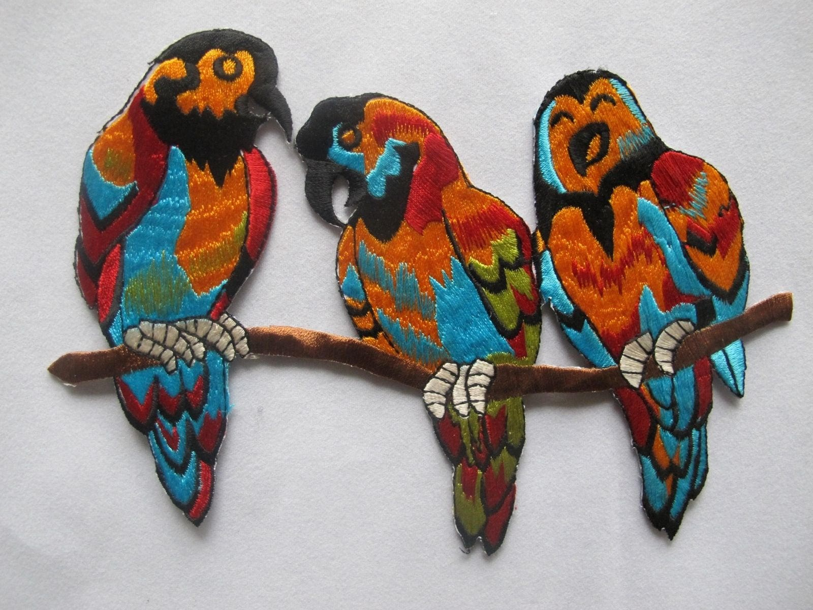 Embroidered patch macaw parrot bird iron on sew on applique from