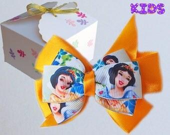 Snow White hair bow / Disney Princess hair bow / Snow White hair clip / Snow White outfit / Snow White gift  / Snow White present