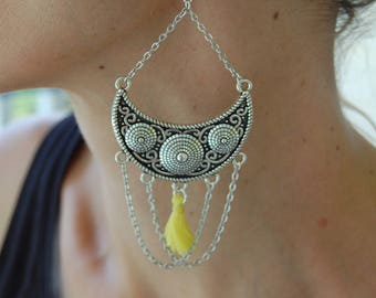 Large earrings, half moon, chain convict and yellow tassel