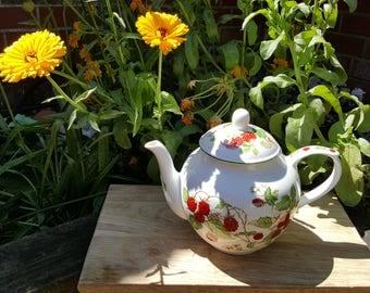 Pretty Roy Kirkham Raspberry Fruit Garden Tea pot.