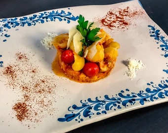 "Dinner Plate "" Queen Majolica Waves"""