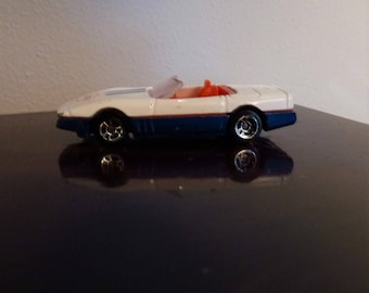 "Maisto 1988 Chevrolet Corvette Red/Whtie Blue Convertible Pace Car, Nice shape. Bonus ""mystery"" diecast with the purchase!  Vintage Die-cast"