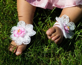 Lace flowers barefoot infant sandals