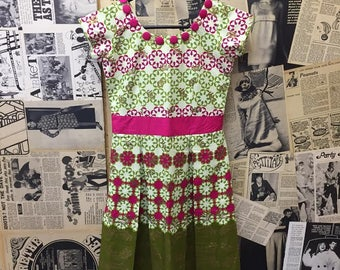 Vintage 1950s Style Summer Dress Short Sleeves Pleated Skirt Pink & Green Floral Approx Size UK 6 FREE WORLDWIDE Postage
