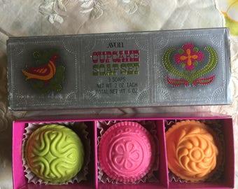 SALE!NIB Vintage Avon Cupcake Soap Set