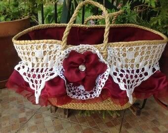 Basket or bassinet of playa Bordeaux.