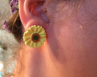 Daisys Earrings and Pendant