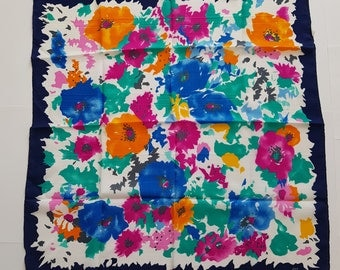 Square / woman / Vintage / flowers / scarves