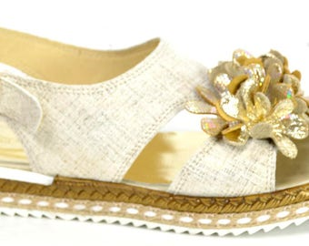 Flat leather with flower sandal