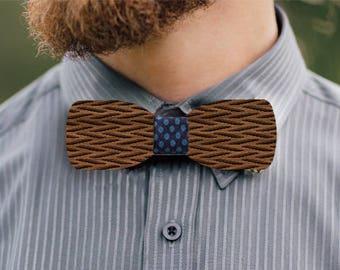 El capitan wooden bow tie