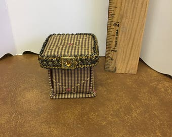 Miniature sewing kit