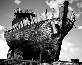 Beautiful black and white photo shipwreck.