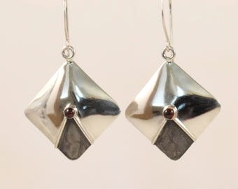 Square sterling silver dangle earrings with garnet accent
