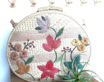 Vintage woven wicker embroidered bag