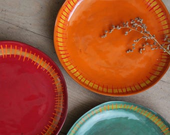 """Plate plate """"kunterbunt and Crooked"""" in many shades of orange, green, light blue, red"""