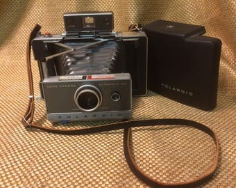 Vintage Polaroid automatic 100 land camera in case