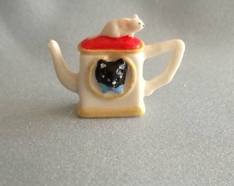 Teapot  mouse and cat