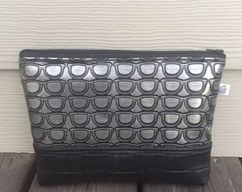 Makeup bag in faux leather lined