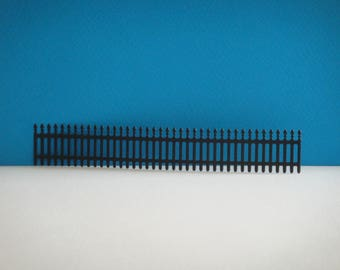 Cut Black Gate of 2.5 cm in height for scrapbooking and card
