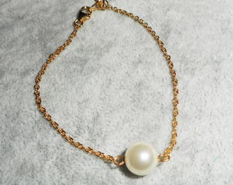 Pearl bracelet on gold plated chain