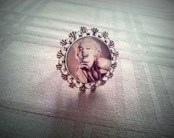 Cabochon ring Marilyn, adjustable, Marilyn Monroe black and white, silver vieiili pattern 20mm glass cabochon