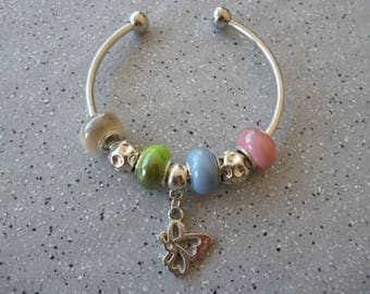 Pretty Bangle in silvery metal, acrylic beads