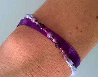 Bracelet with purple satin ribbon