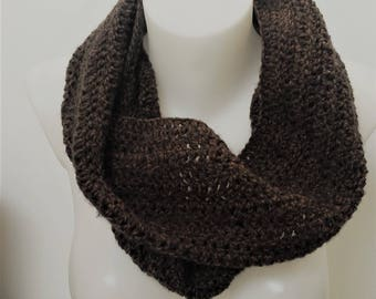 women crochet snood