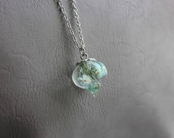 Necklace drop pendant in resin and inclusion of baby's breath blue + 77 cm