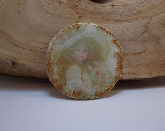 large cabochon with image creating retro wooden