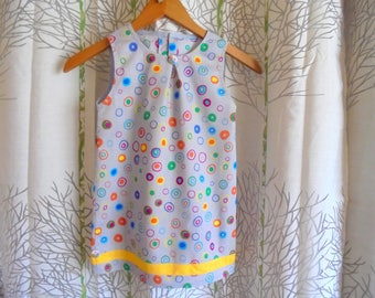 Cotton dress 3 years trapezoid shape, multicolored bubbles on a gray background.