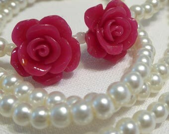 Necklace flower fuchsia and ivory pearls, sensual and casual