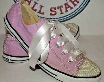 Lilac and pearl customs