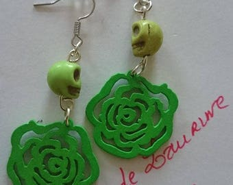 pair of earrings dangle green skull