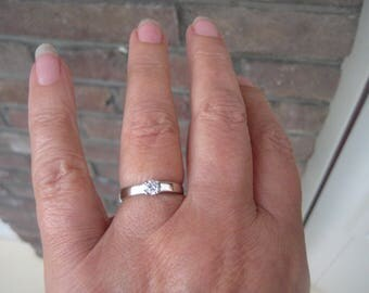 White Gold engagement ring with brilliant cut diamonds of 0.25 crt 18krt gold