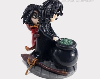 "Collection of interior Figurines ""Hogwarts"": Severus Snape + Harry Potter (Snarry) + broom ""Nimbus 2000"""