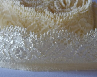 1 meter pretty yellow elastic lace with ribbon flowers